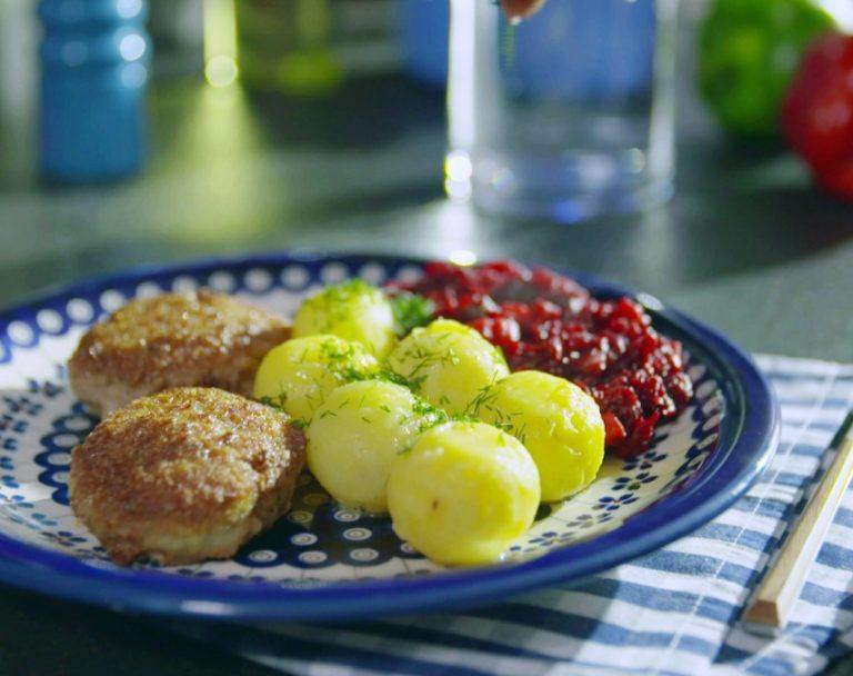 Sekrety Polskiej Kuchni: Kotlet mielony z zasmażanymi buraczkami