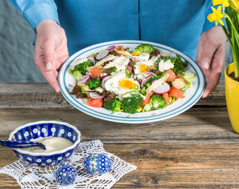 Sałatka z jajek i brokułów