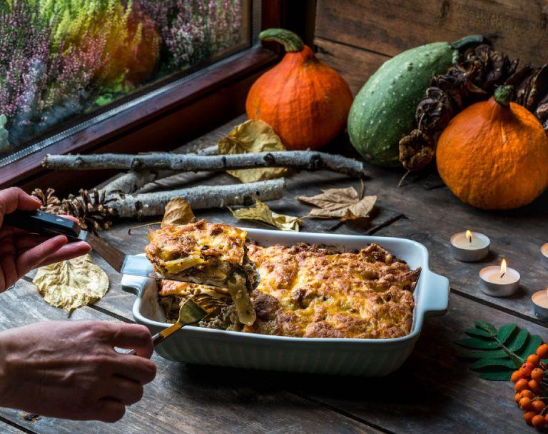 Zapiekanka makaronowa z mięsem i grzybami