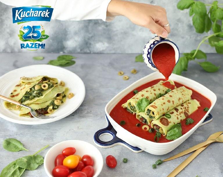 Naleśniki z nadzieniem szpinakowym w sosie pomidorowym