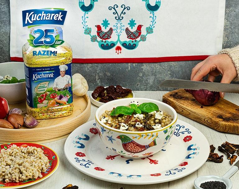 Kaszotto z grzybami leśnymi i serem z czarnuszką