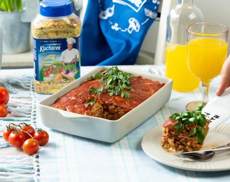 Zapiekana kapusta włoska w sosie pomidorowym