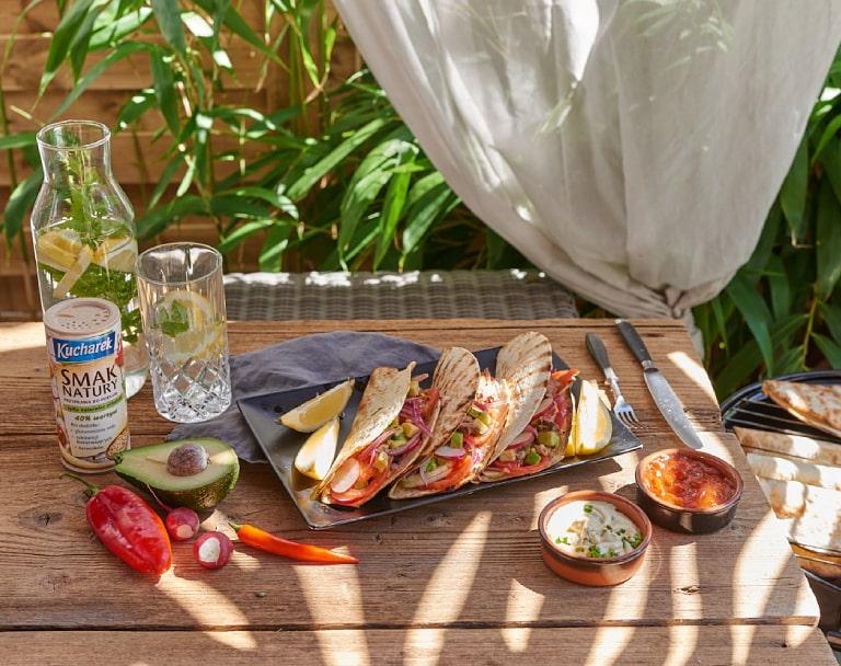Tacos z grilla z wołowina i salsą